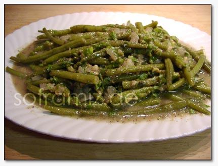 Cok basit, kolay, Pratik ve bir o kadarda lezzetli bir salata. Bu